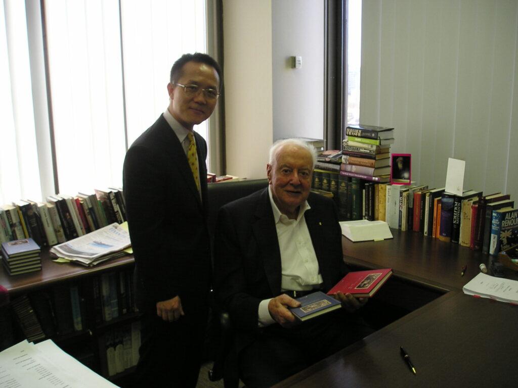 天大研究院荣誉出版《一位澳洲总理看中国》一书